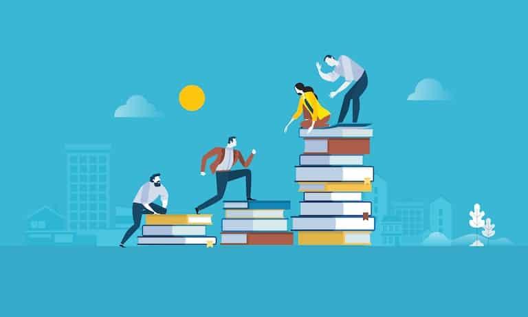 formazione del personale in azienda: persone che scalano una pila di libri